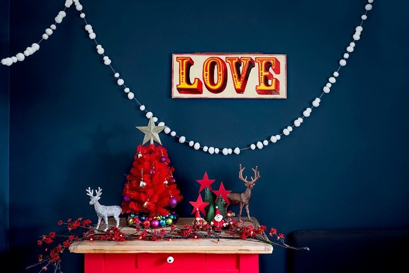 Love sign on Blue Wall - Kitsch Christmas decorations on a table